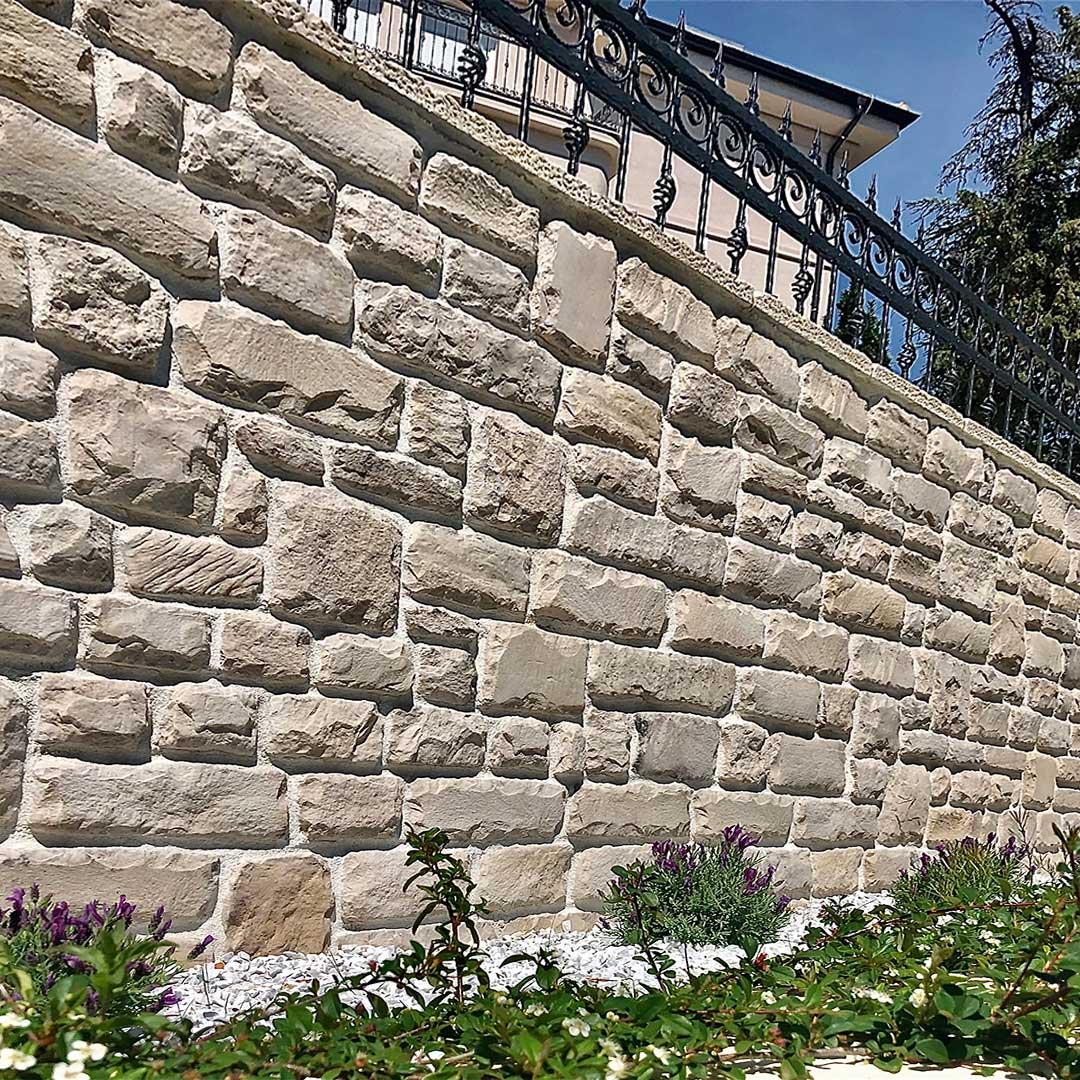 ograda obložena kamenom castell